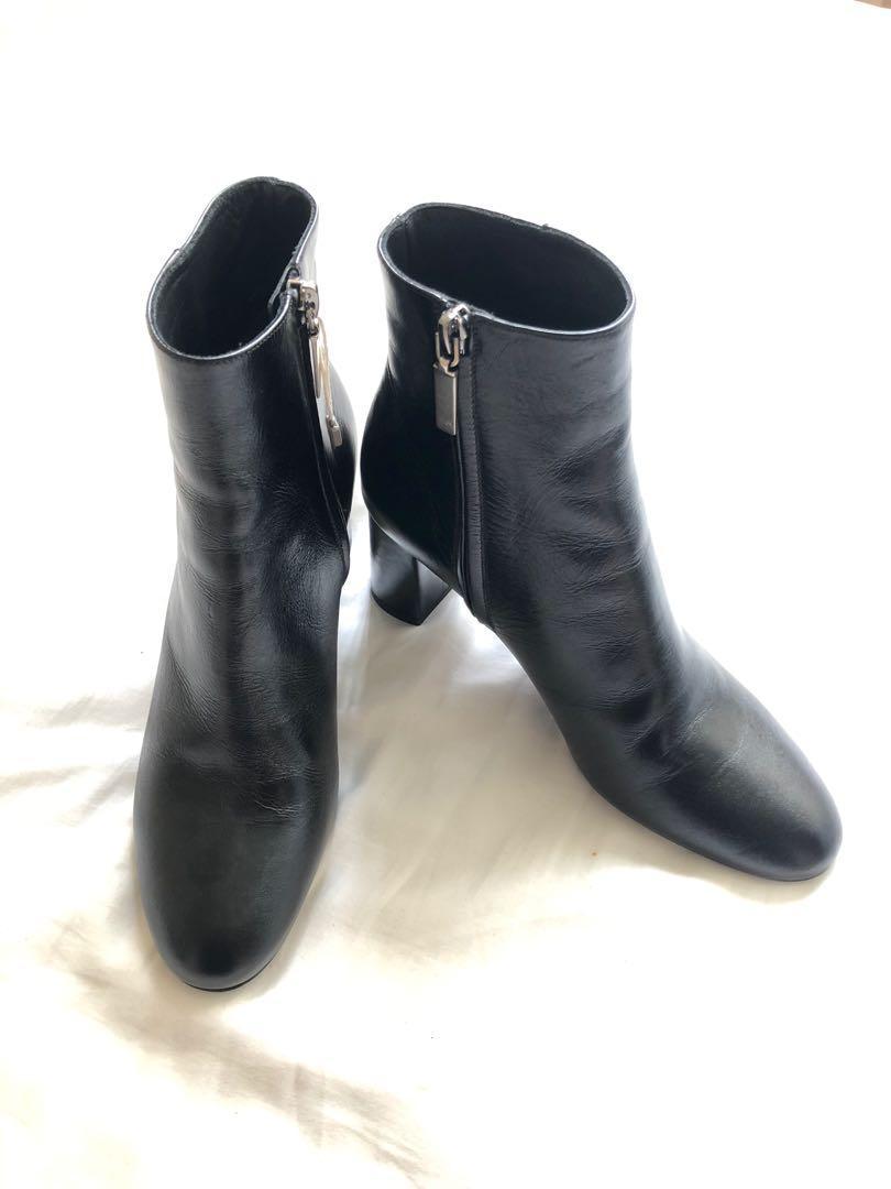 YSL Saint Laurent Paris -Black Ankle Boots in Leather