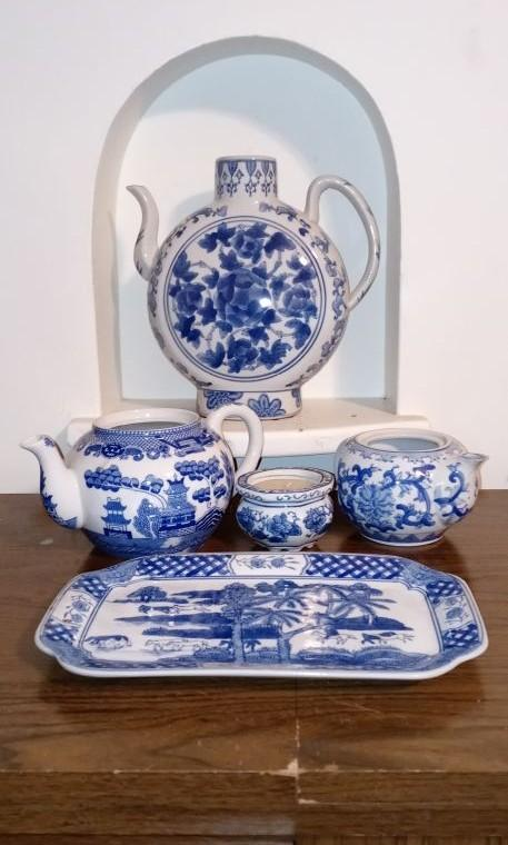 Bombay parcel  tea set with rare large individual table  teapot