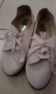 Sepatu Wedges  Putih No.39