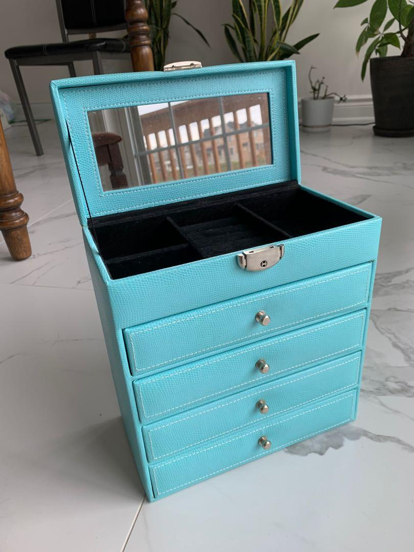 Jewelry Box with Key included