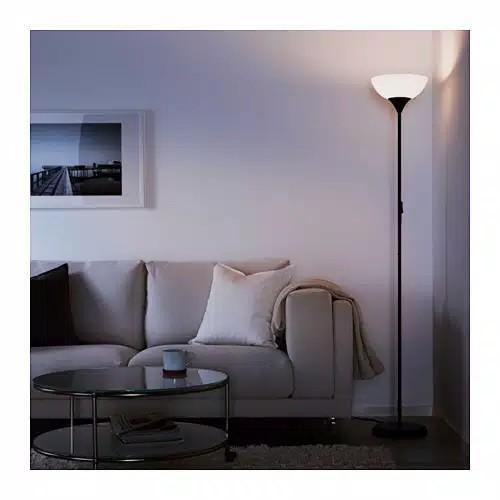 Lampu lantai
