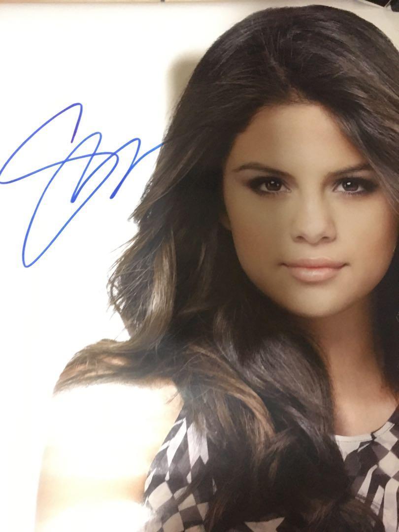 Selena Gomez 簽名 海報
