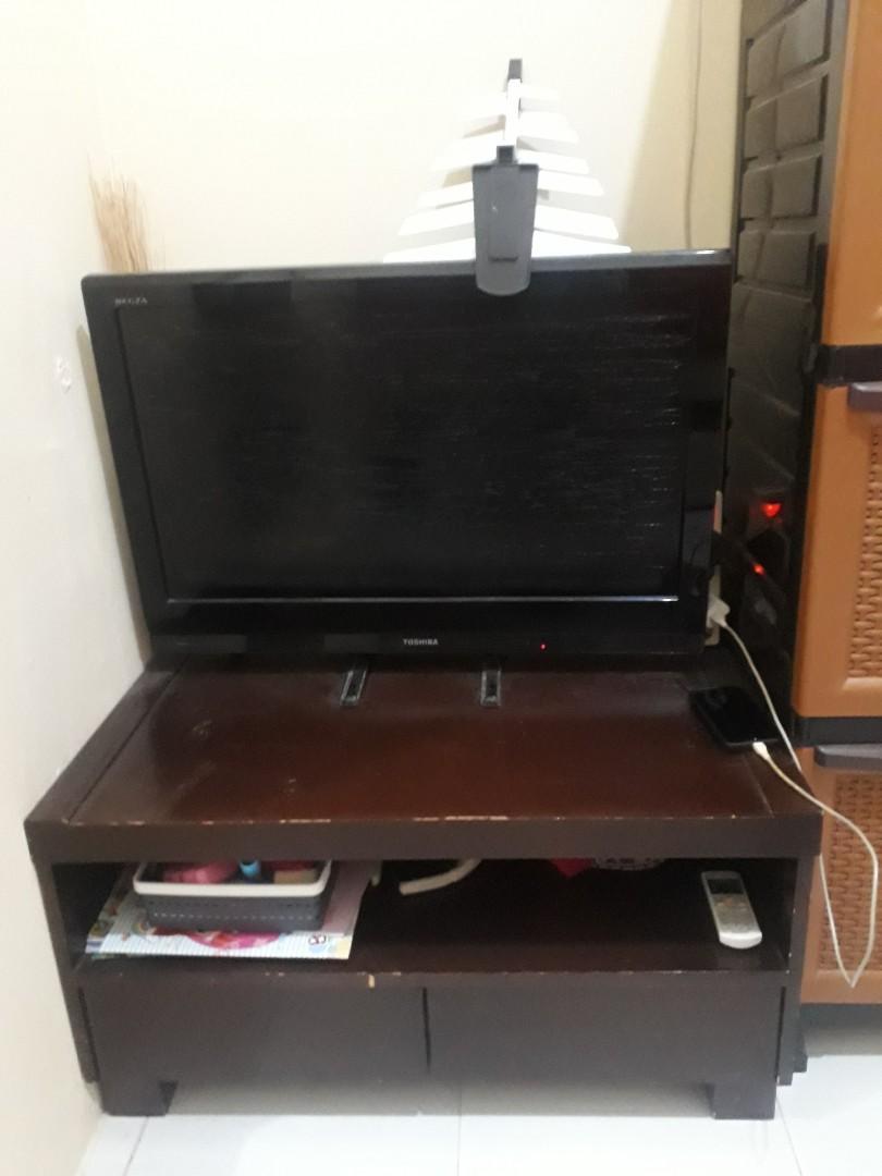 TV Toshiba 32 inch + meja