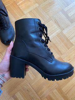 Aldo Heel Booties Size 8