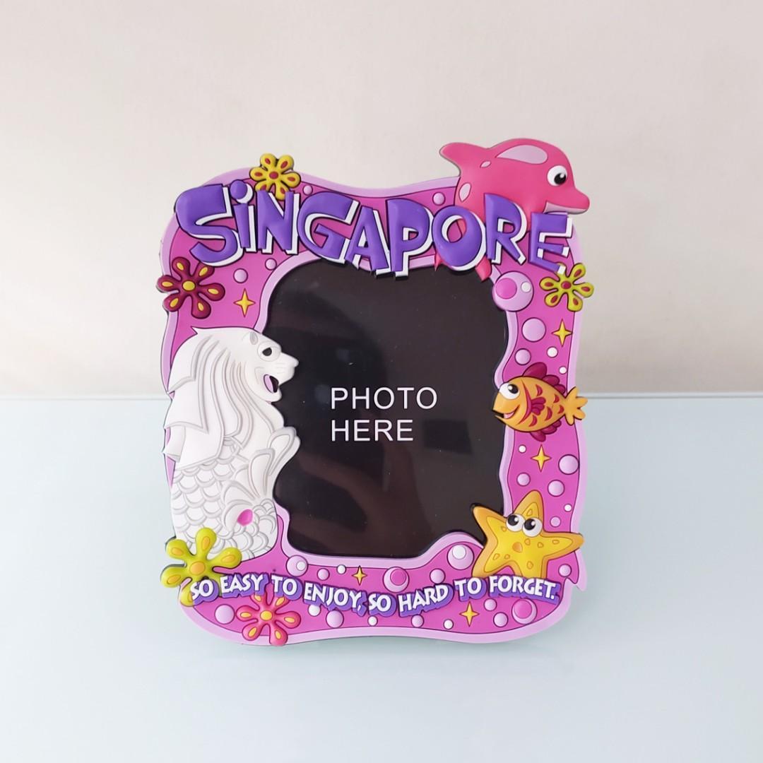 Magnet Frame Bingkai Foto 3R Singapore Pink