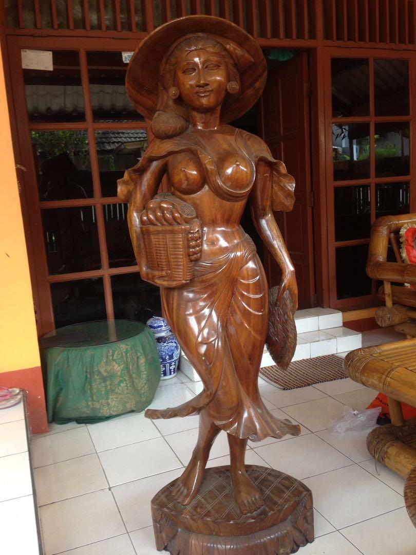 Patung  kayu wanita bali