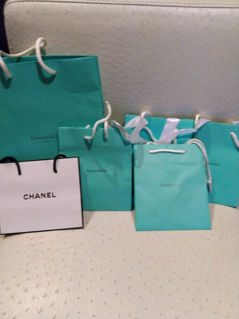 Tiffany and company 以及Chanel包裝袋(只有一個) Tiffany每個都有附帶經典白色緞帶,凡是購買我的任意物品即可獲得喔!#1010