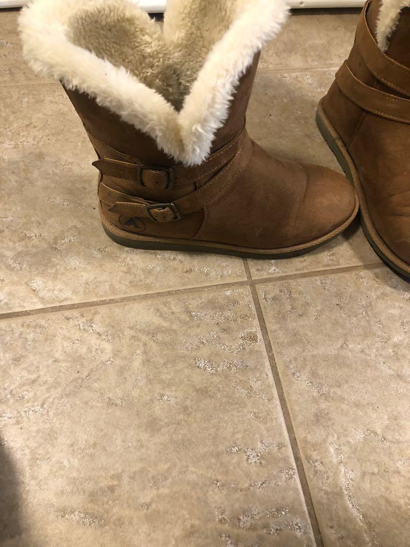 Size 8.5 winter boots