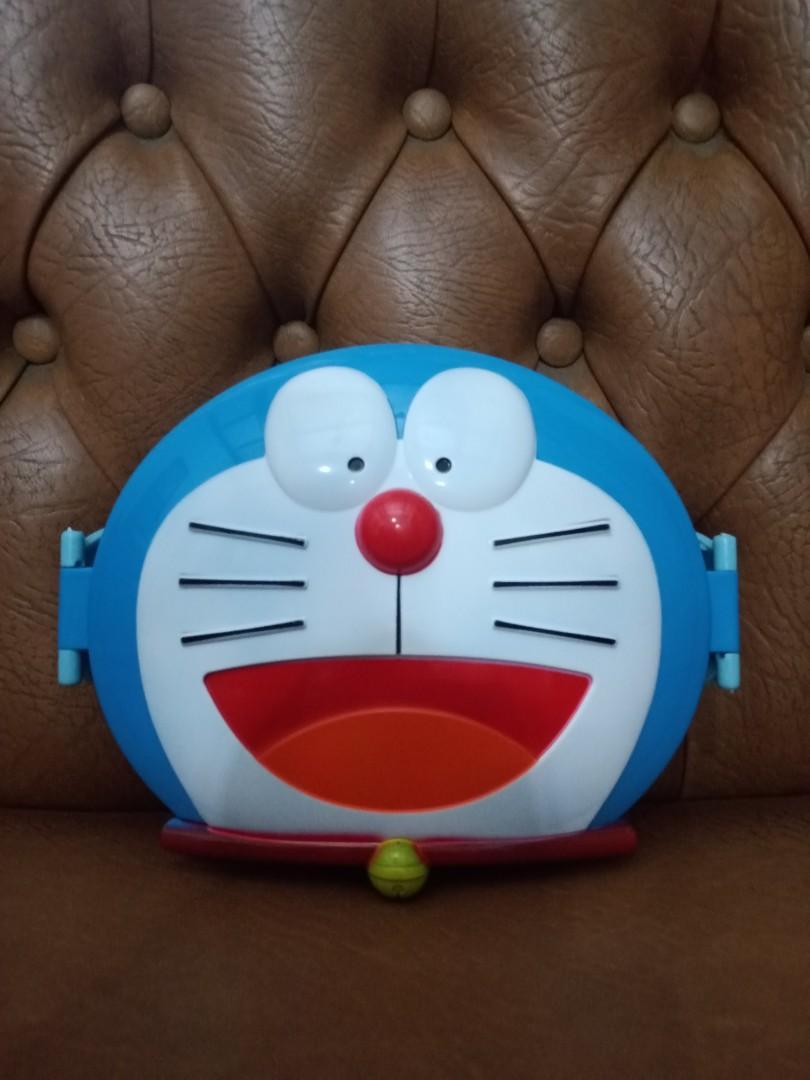 Tempat bekal makan Doraemon