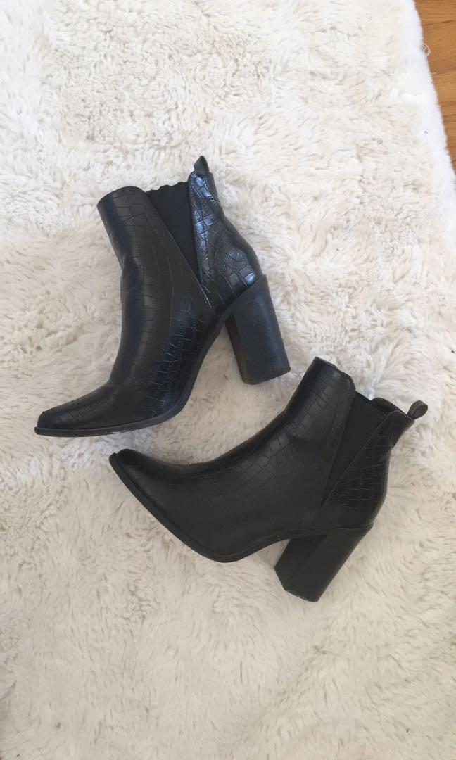 Heeled chelsea boots size7