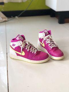 Nike Air Jordan 1 Retro Fuchsia Flash