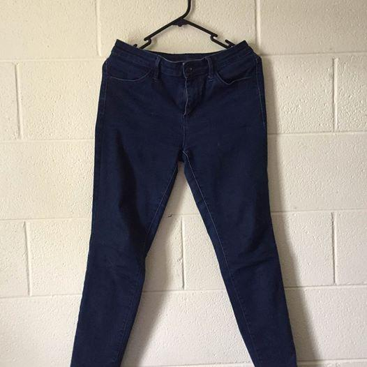 Uniqlo denim jeans size 28 (71 cm)/ 8 $10