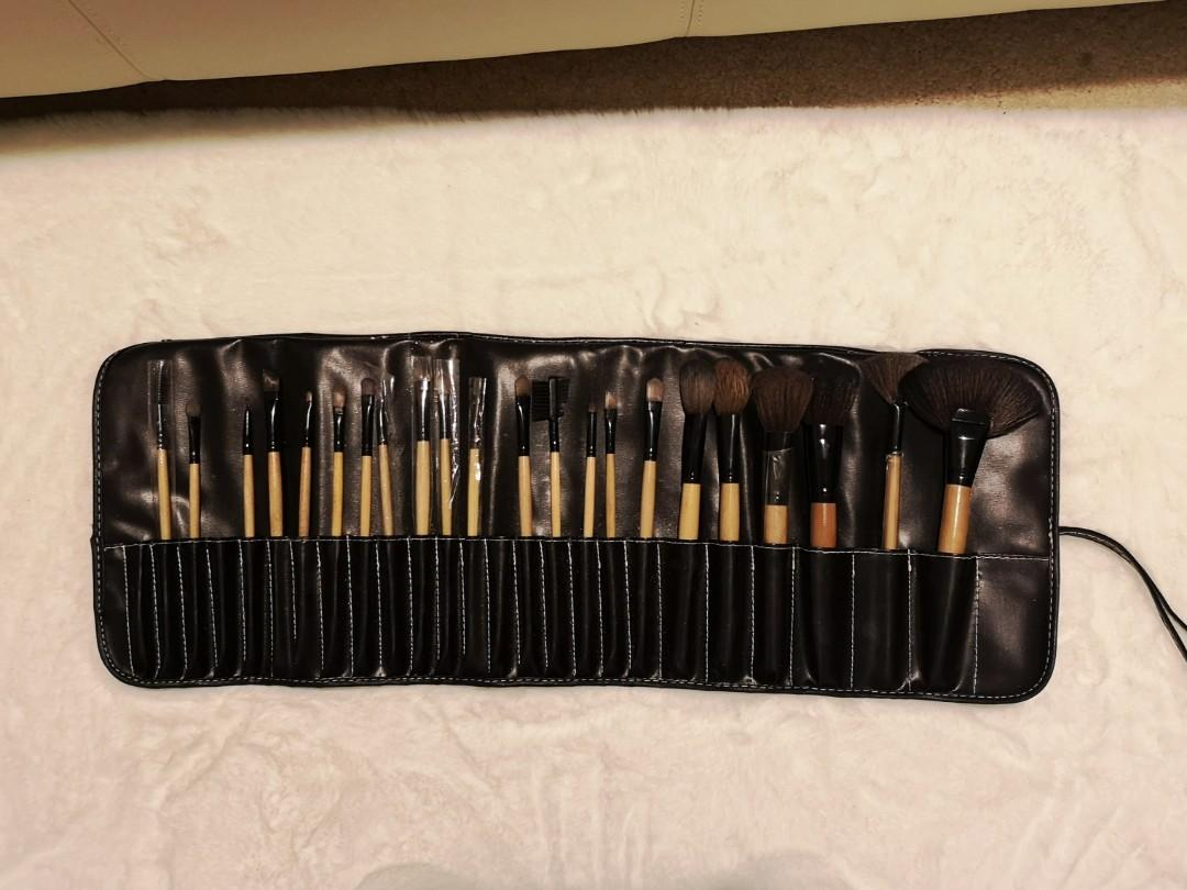 22 piece makeup brush set