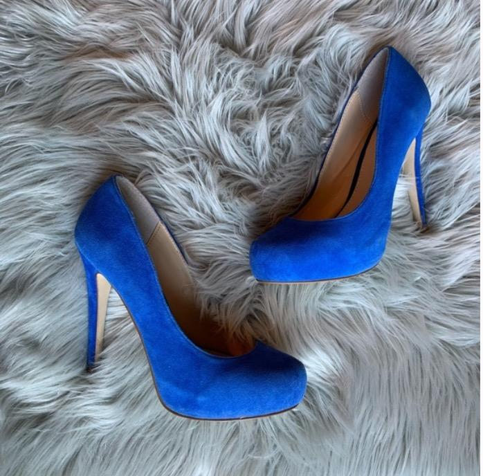 blue pumps (size 7)