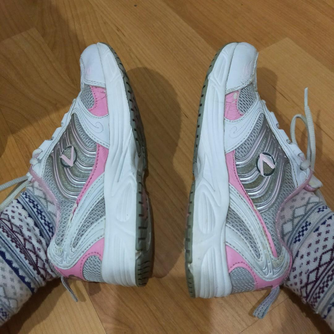 Running Shoes Rolex putih size 38
