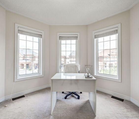 White Office Desk - Minimalist (like New)