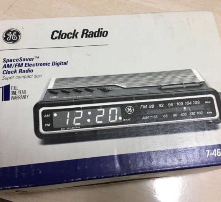 Vintage am/fm electronic  clock radio