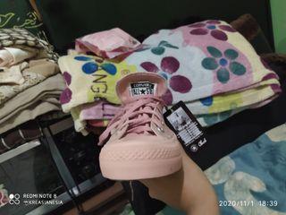 Converse / sepatu wanita