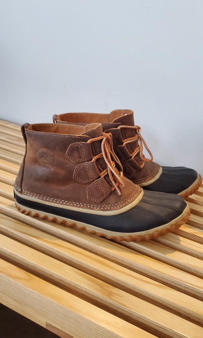 Sorel low cut boots sz 6
