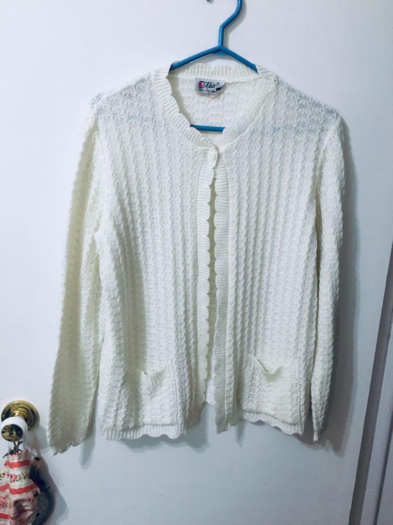 Vintage crochet scallop hemmed cardigan
