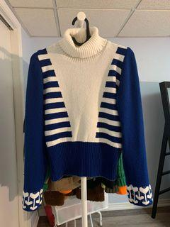 White/blue turtle neck sweater