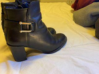 Tommy Hilfiger booties 36