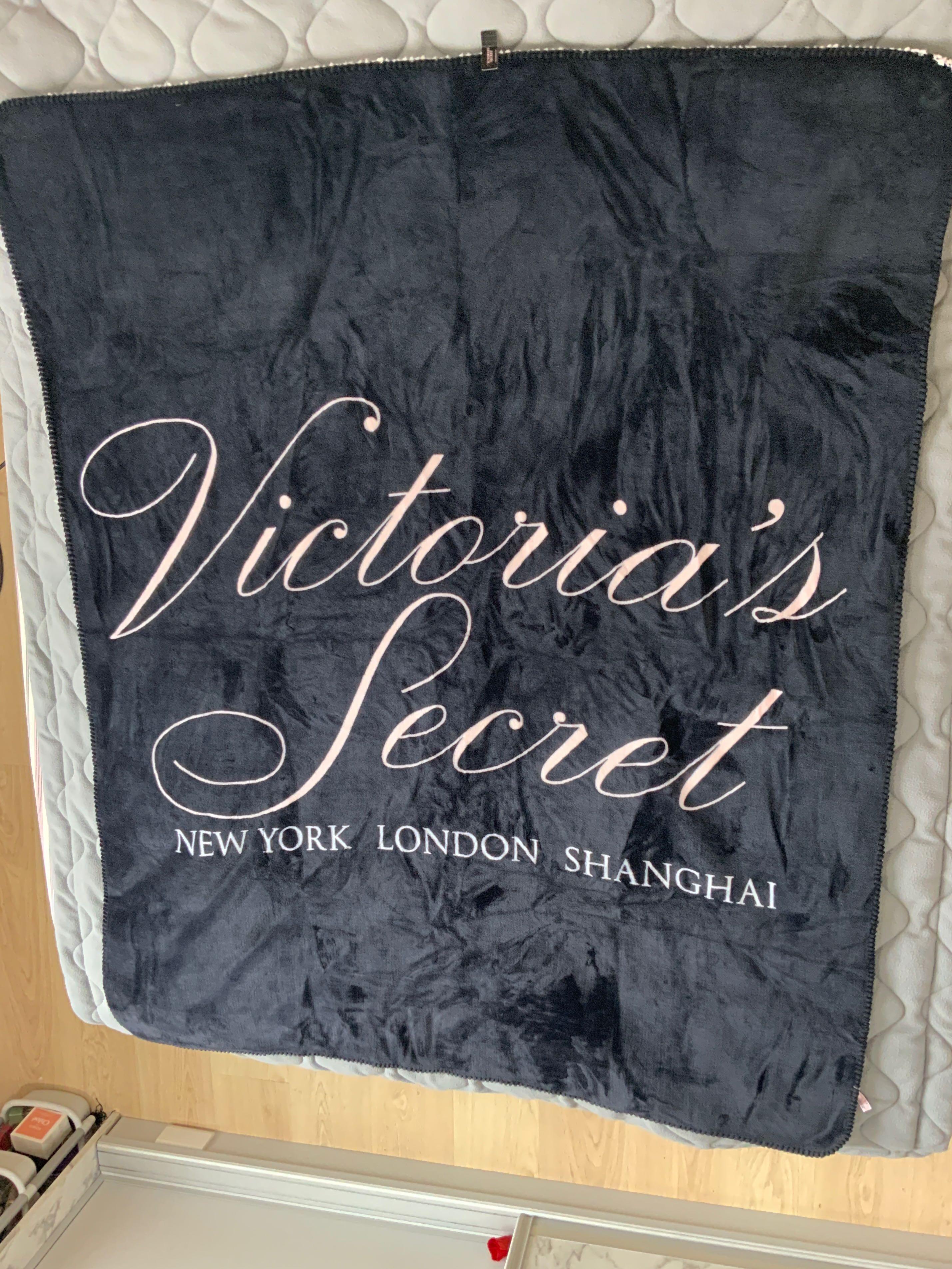 全新維秘毛毯.輕質舒適.原價過2千.127x152 cm