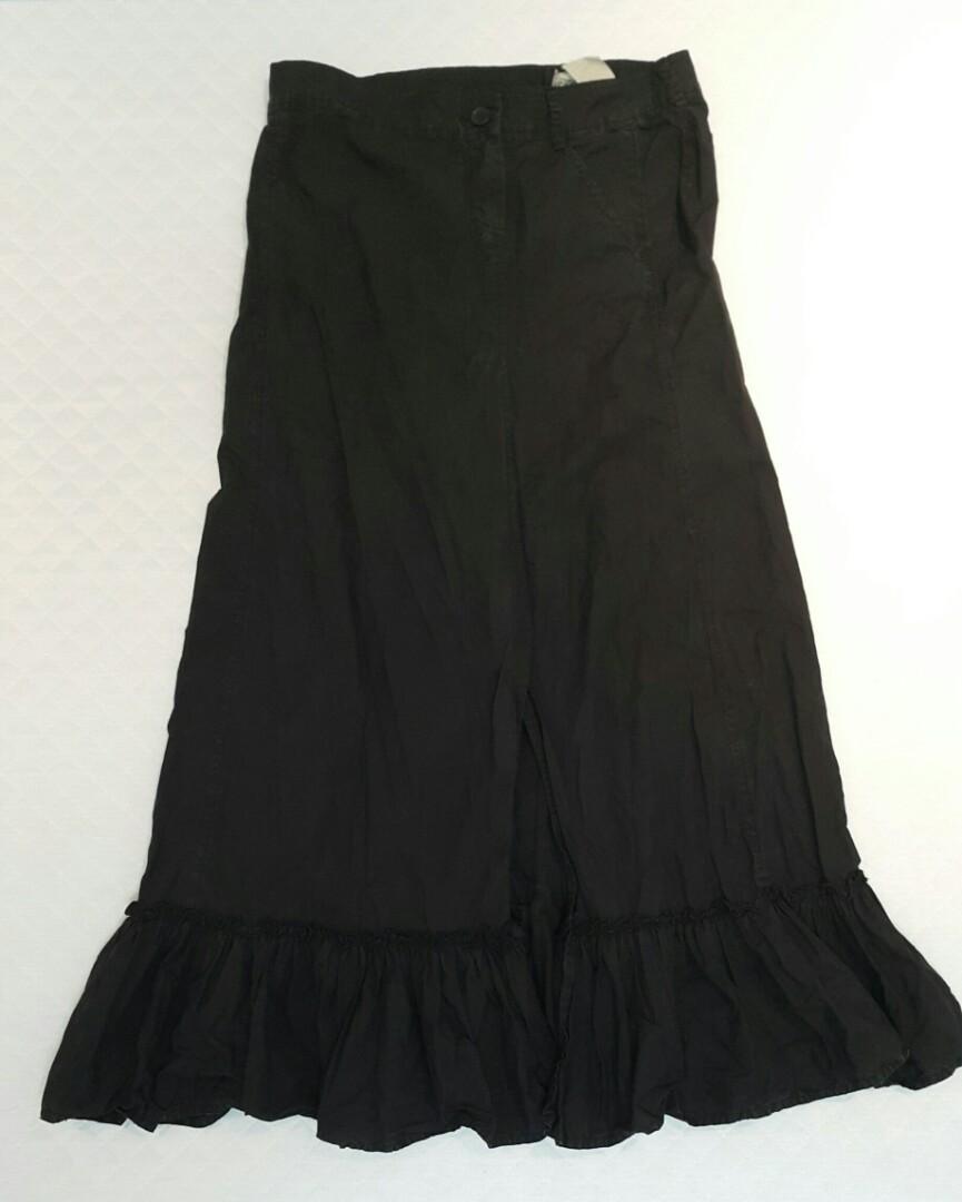 原價五千的設計師款黑長裙