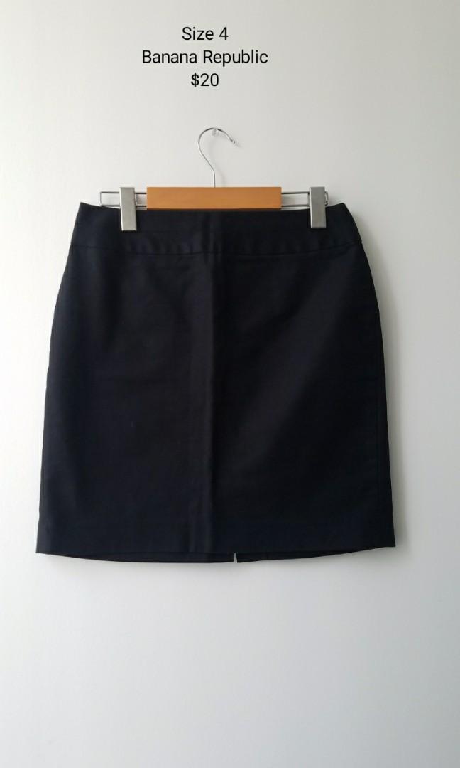 Banana Republic Size 4 Black Skirt