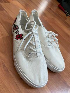 Embroider white tennis shoes