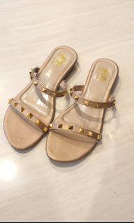 Gold Studded sandal size 39