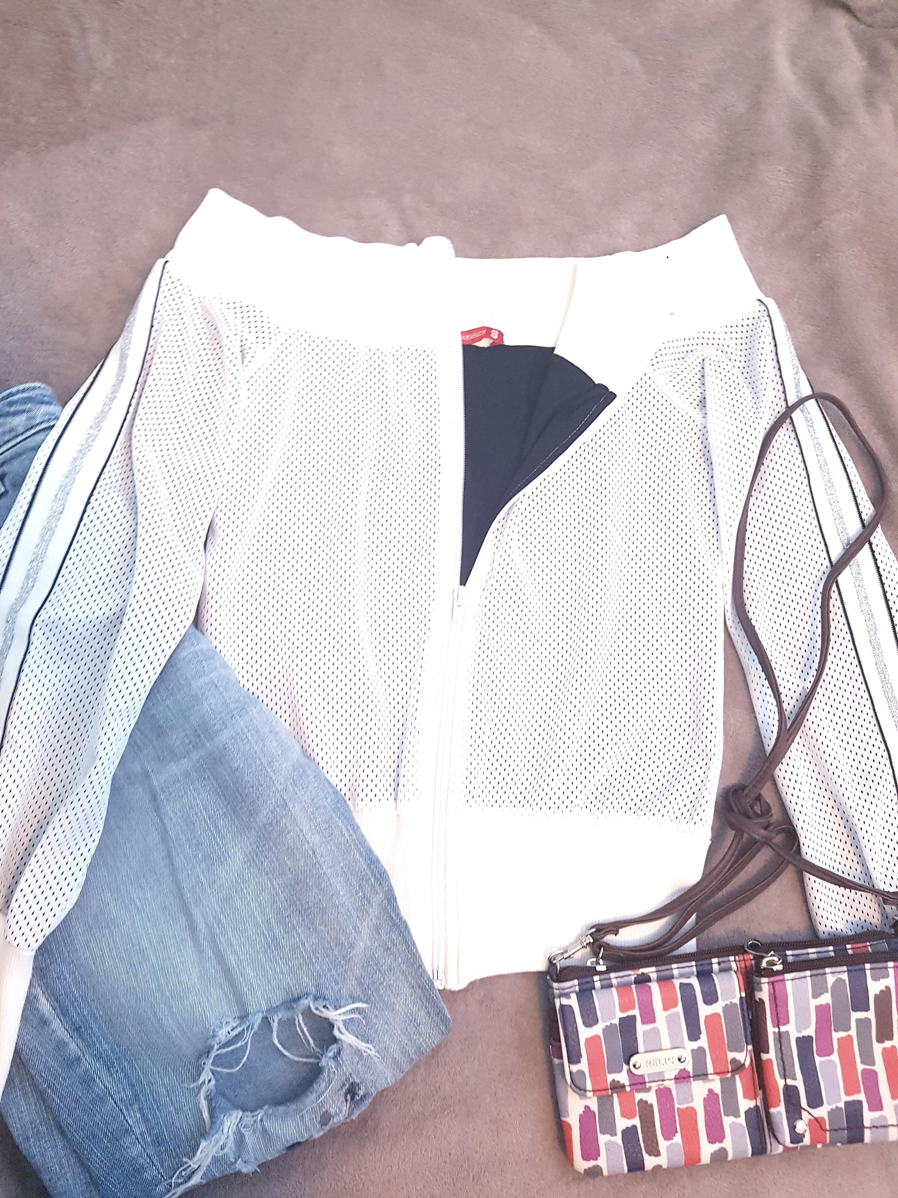Off-shoulder white jumper sport jacket