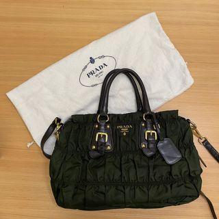 Prada 咖啡色抓皺側背包 手提包 高菲包 尼龍材質 BN1336 附保證卡