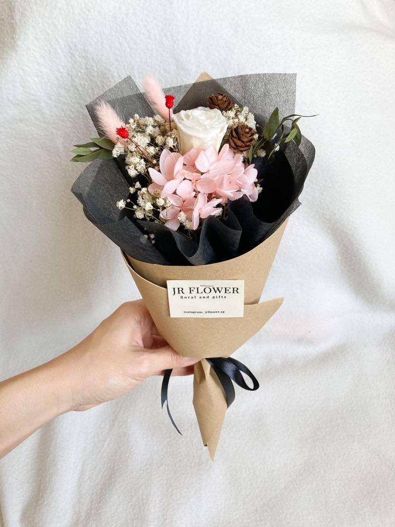 Valentine Preserved Rose And Hydrangea Bouquet With Dried Flower Valentine 永生花玫瑰 Gardening Flowers Bouquets On Carousell