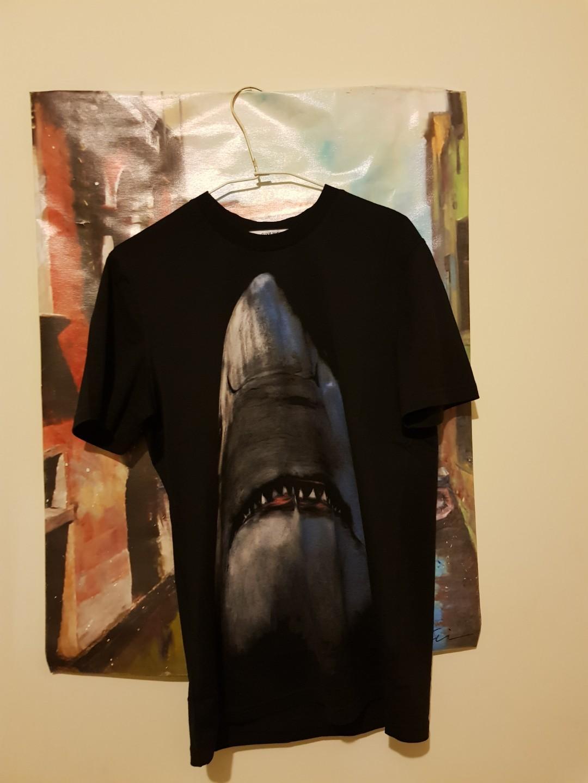 紀凡西鯊魚短袖