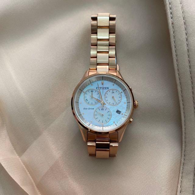 CITIZEN 星辰錶 Eco-Drive 光動能 三眼 白蝶貝面板 不鏽鋼腕錶 玫瑰金 FB1442-86D