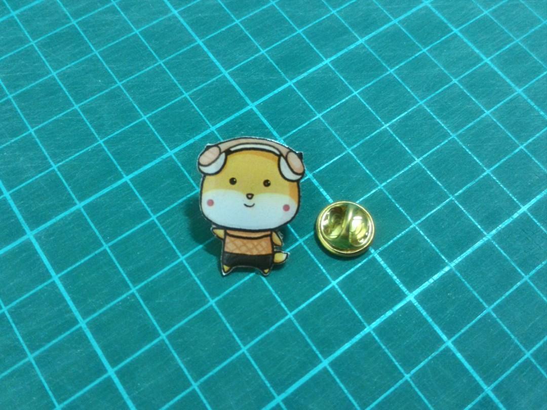 Enamel Pin Lucu Lora the Fox