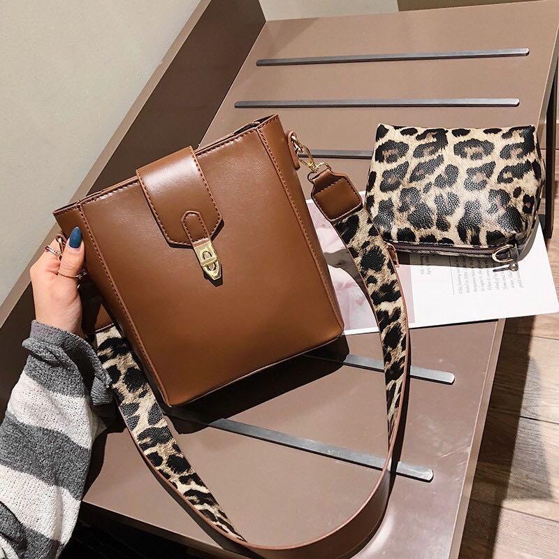 Slingbag double strap leopard
