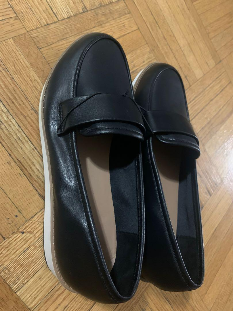 Women's loafer shoes size 6