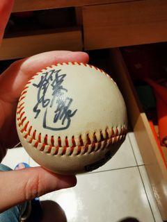 劉芙豪親筆簽名球
