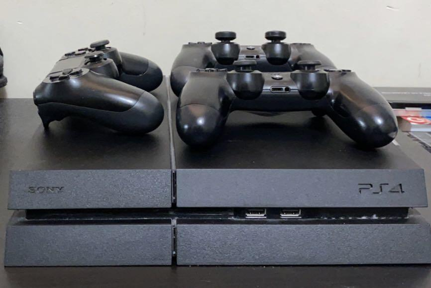 PS4, 3 controllers, 5 games, and headset