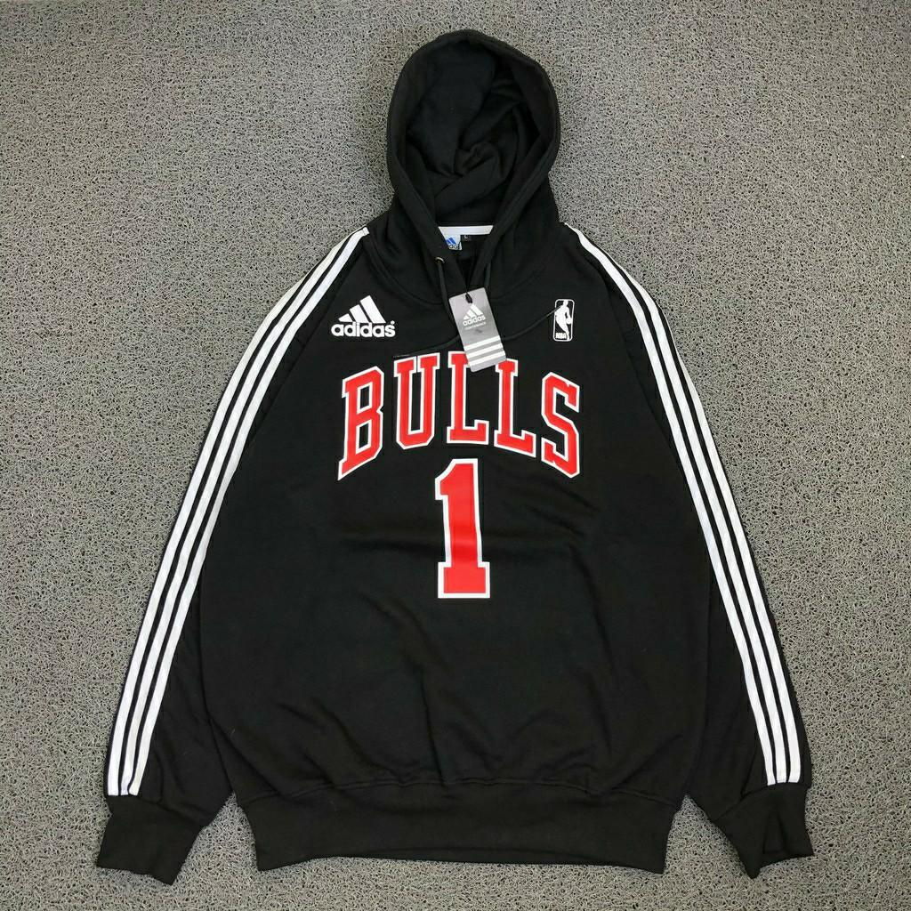 déficit igual caliente  Adidas Chicago Bulls hoodie, Men's Fashion, Clothes, Tops on Carousell