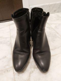 Black Aquatalia booties