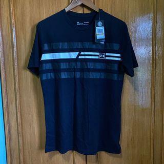 S - M Original Under Armour black tee shirt