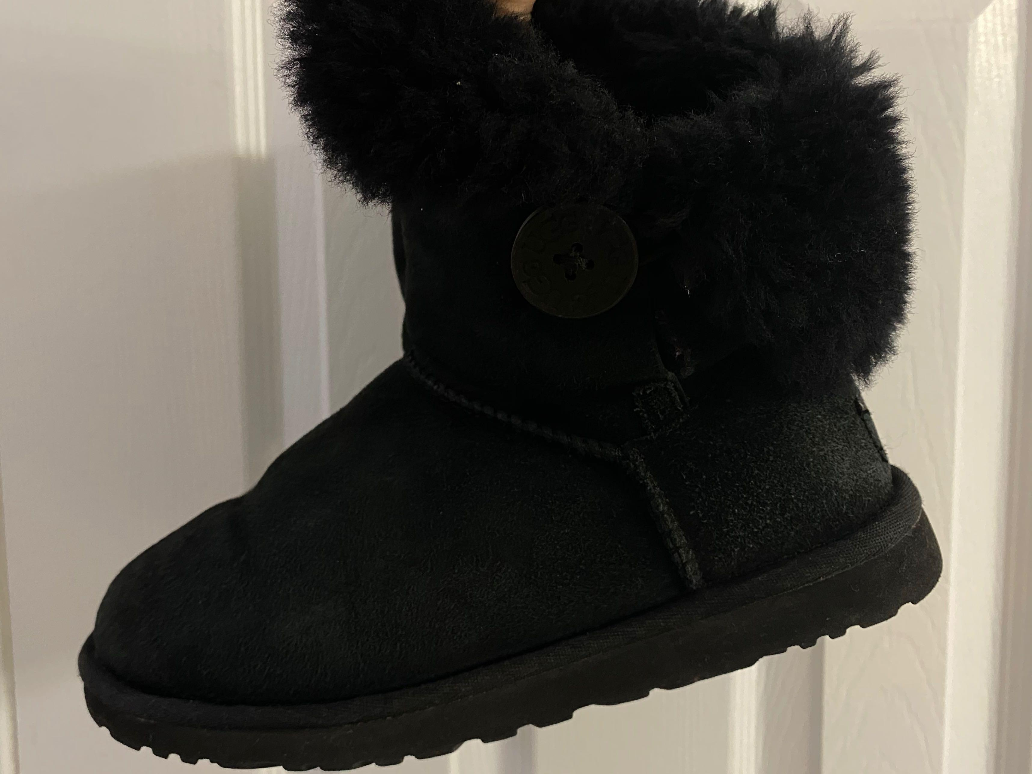 UGG Bailey Button II Boot - Black (Size 6)