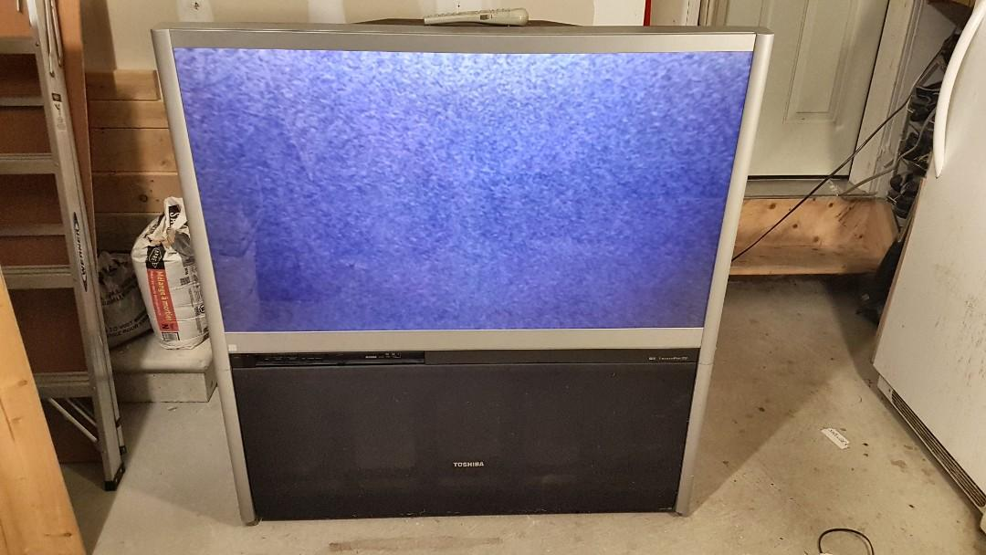 """52"""" Toshiba Rear Projection T.V ( For Parts)"""