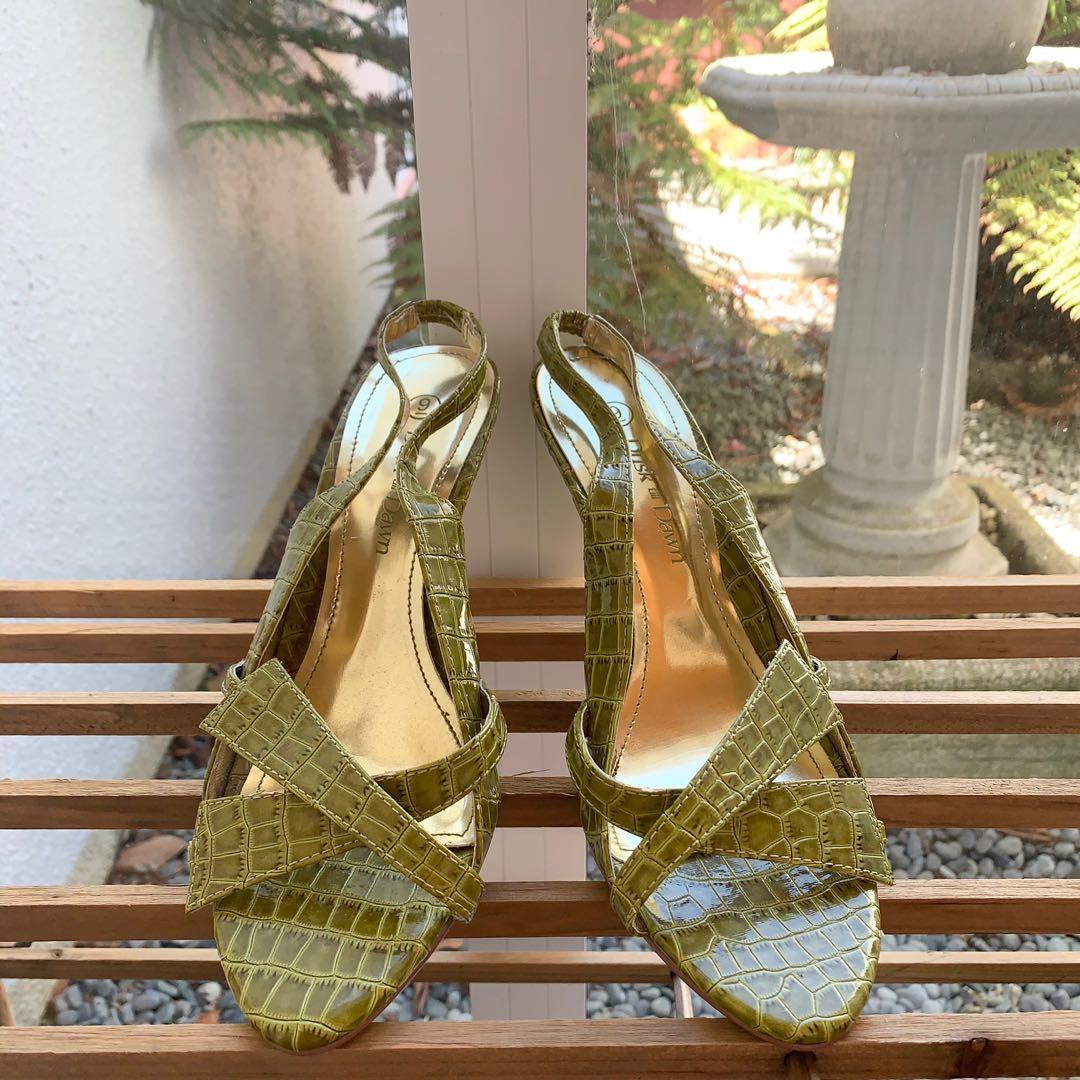 Emeral heels