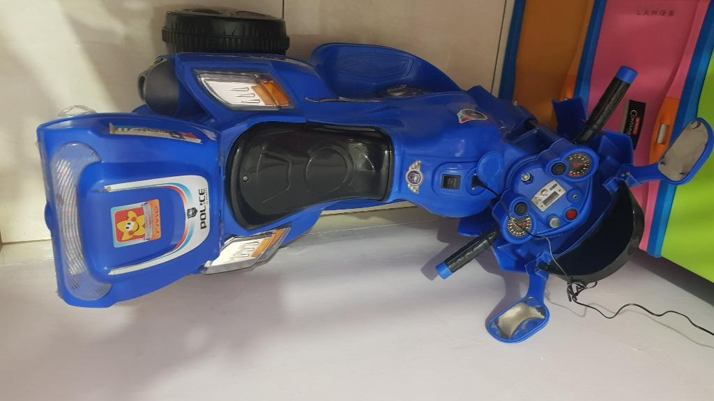 Motor-motoran Aki Anak Police