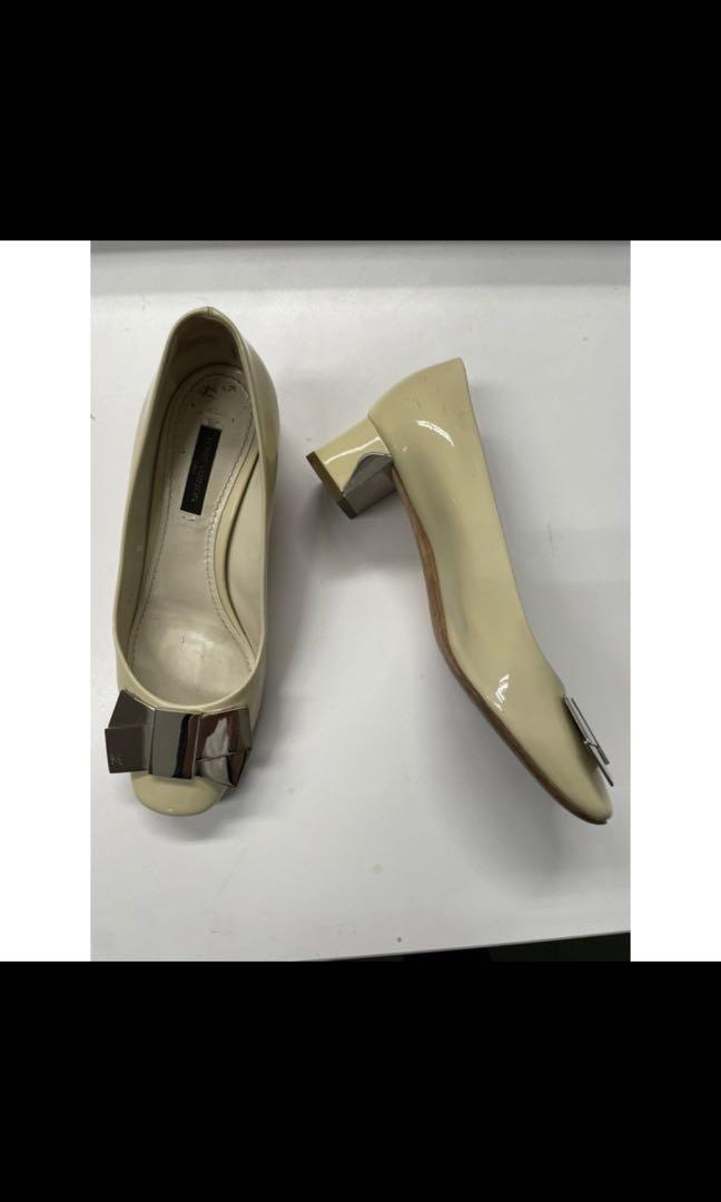 Louis Vuitton 奶白色低跟鞋