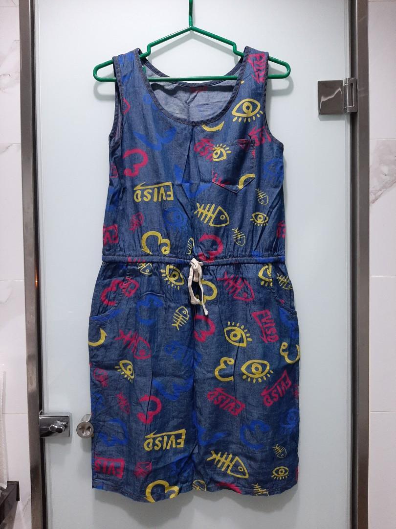 軟丹寧材質塗鴉造型洋裝💐兩側口袋(9成新)。滿299元免運費